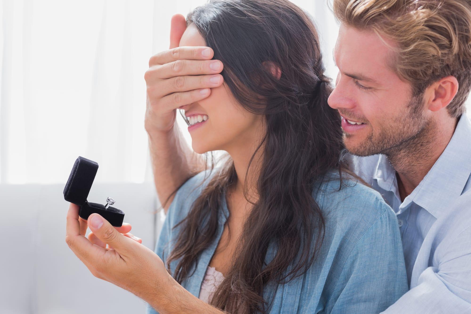Heiratsantrag: 7 Ideen & 7 Tipps (+ 7 Vorlagen für eine